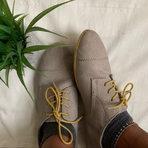 Grey with Yellow Laced Oxfords 🌸🌾